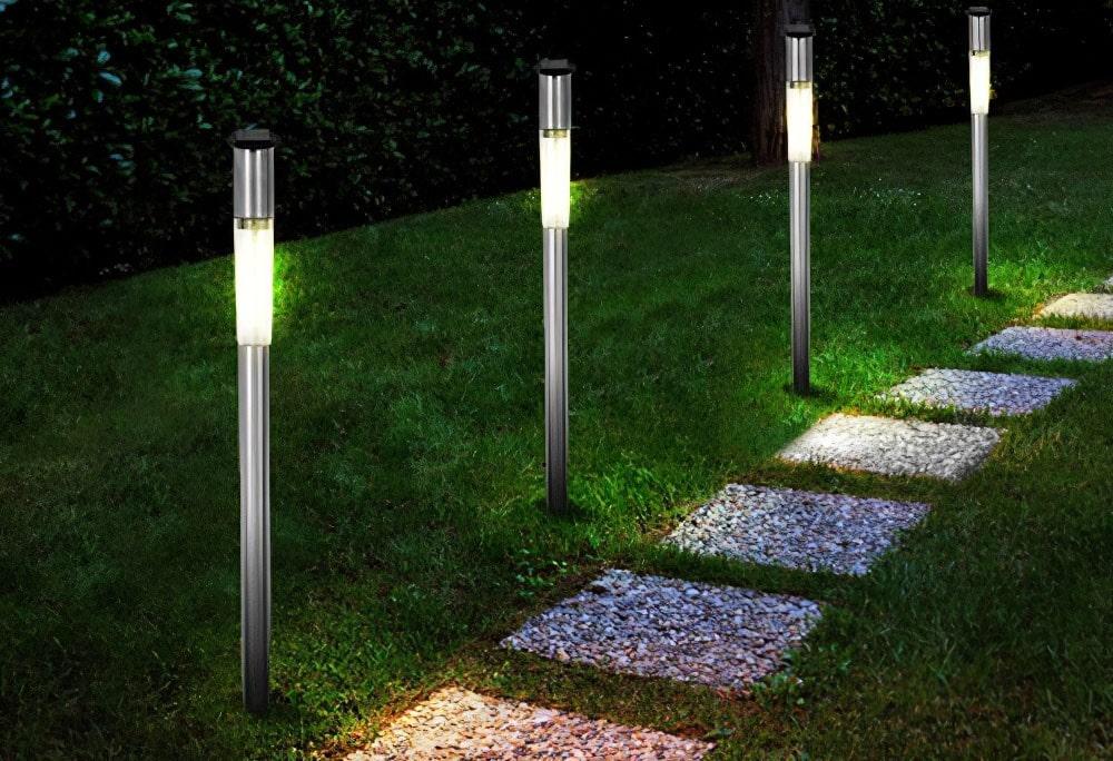 Como-iluminar-caminos-de-jardin